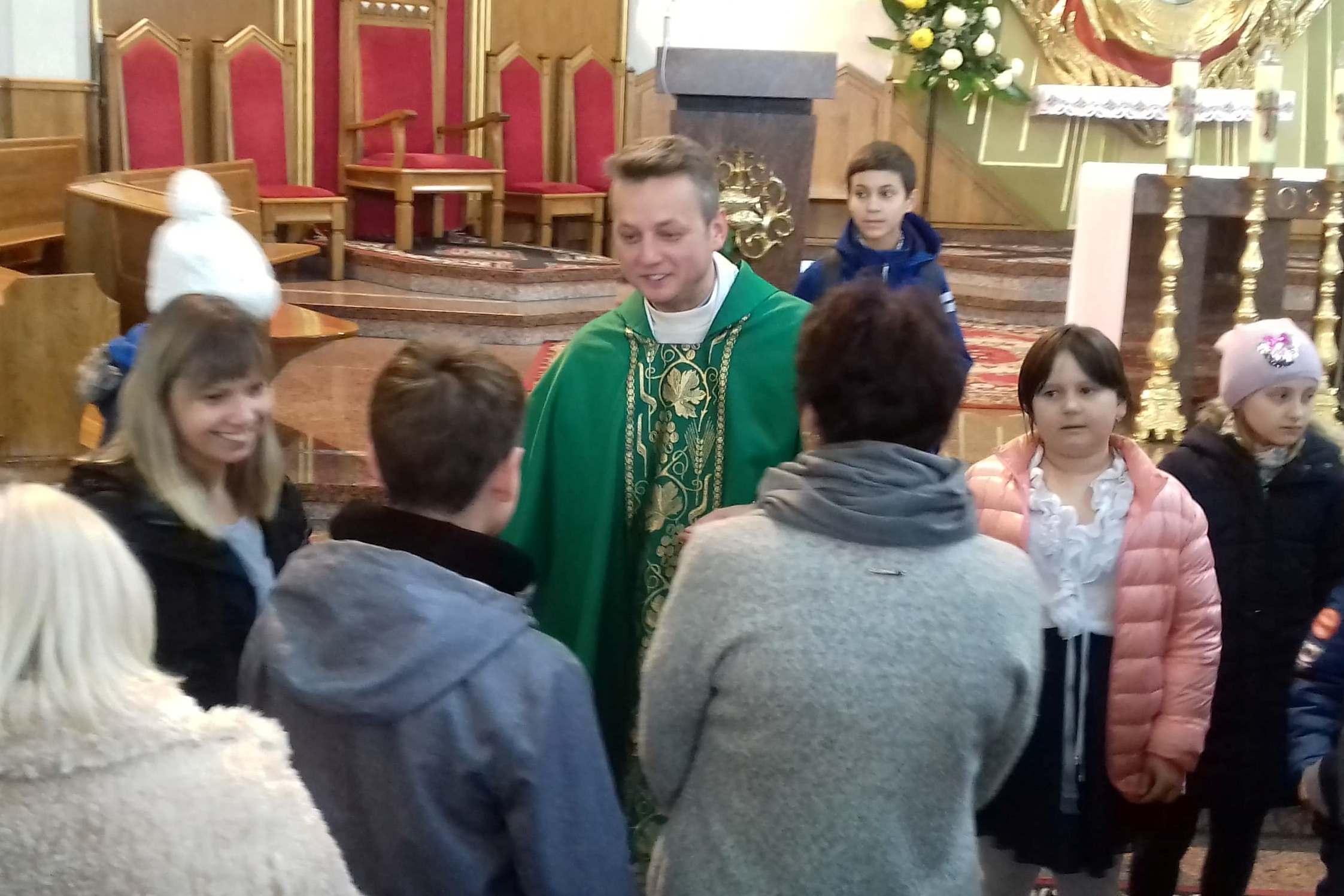 Ks. Piotr Mączka przechodzi do innej parafii. Wierni z żalem żegnali kapłana - Zdjęcie główne