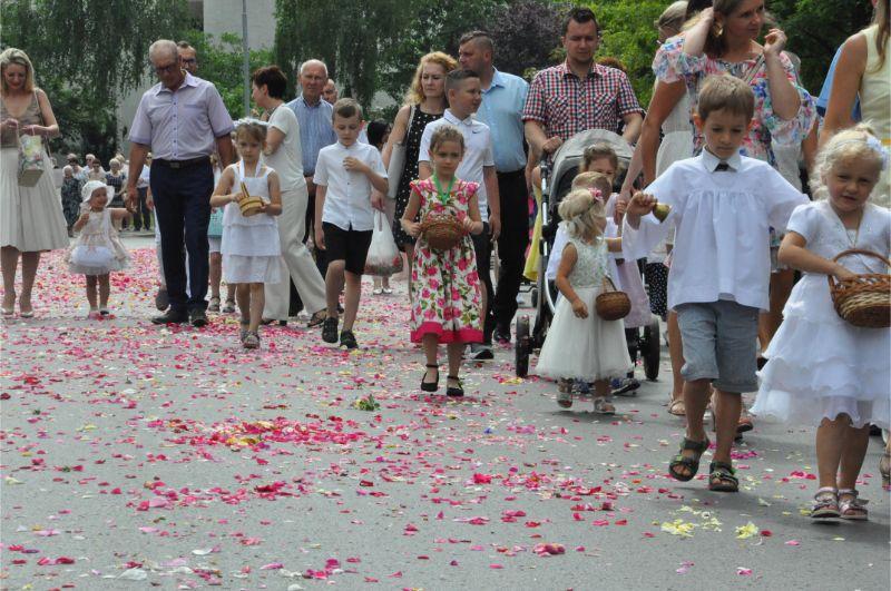 Tłumy wiernych na procesji na osiedlu Lotników [FOTO] - Zdjęcie główne
