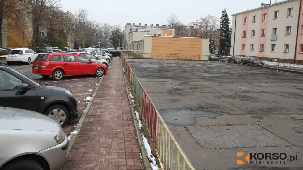 Rusza remont asfaltowego placu między ulicami Sikorskiego i Staffa. Jest apel do kierowców - Zdjęcie główne