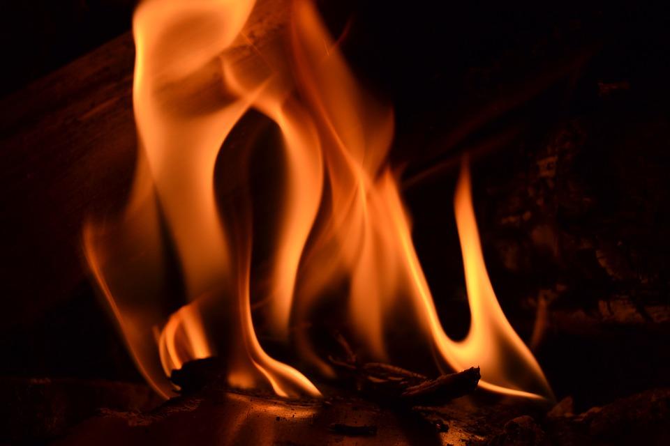 Chciał podpalić dom teściowej, skończyło się na firance - Zdjęcie główne