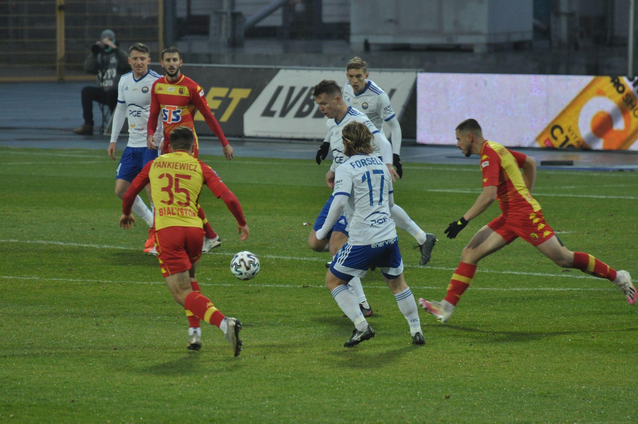 Emocjonujący mecz w ekstraklasie. Stal Mielec podejmowała Jagiellonię - Zdjęcie główne