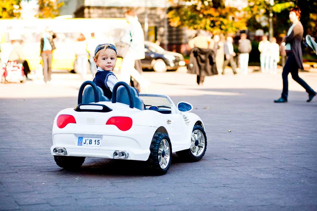 Uczą, rozwijają, zapewniają zabawę na świeżym powietrzu, czyli pojazdy elektryczne dla dzieci - Zdjęcie główne