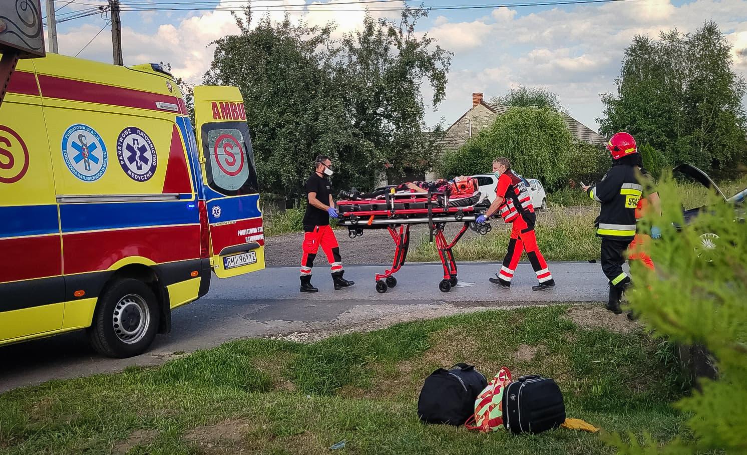 Wypadek w Złotnikach. 21-latka trafiła do szpitala [FOTO, VIDEO] - Zdjęcie główne