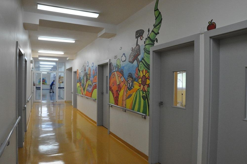 Renowacja pełna kolorów w dębickim szpitalu na oddziale dziecięcym  - Zdjęcie główne
