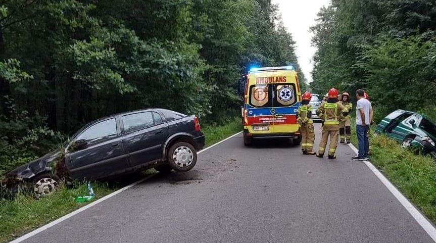 DRAMATYCZNY wypadek na prostej drodze. Wśród pasażerów DZIECKO [ZDJĘCIA-MAPA] - Zdjęcie główne