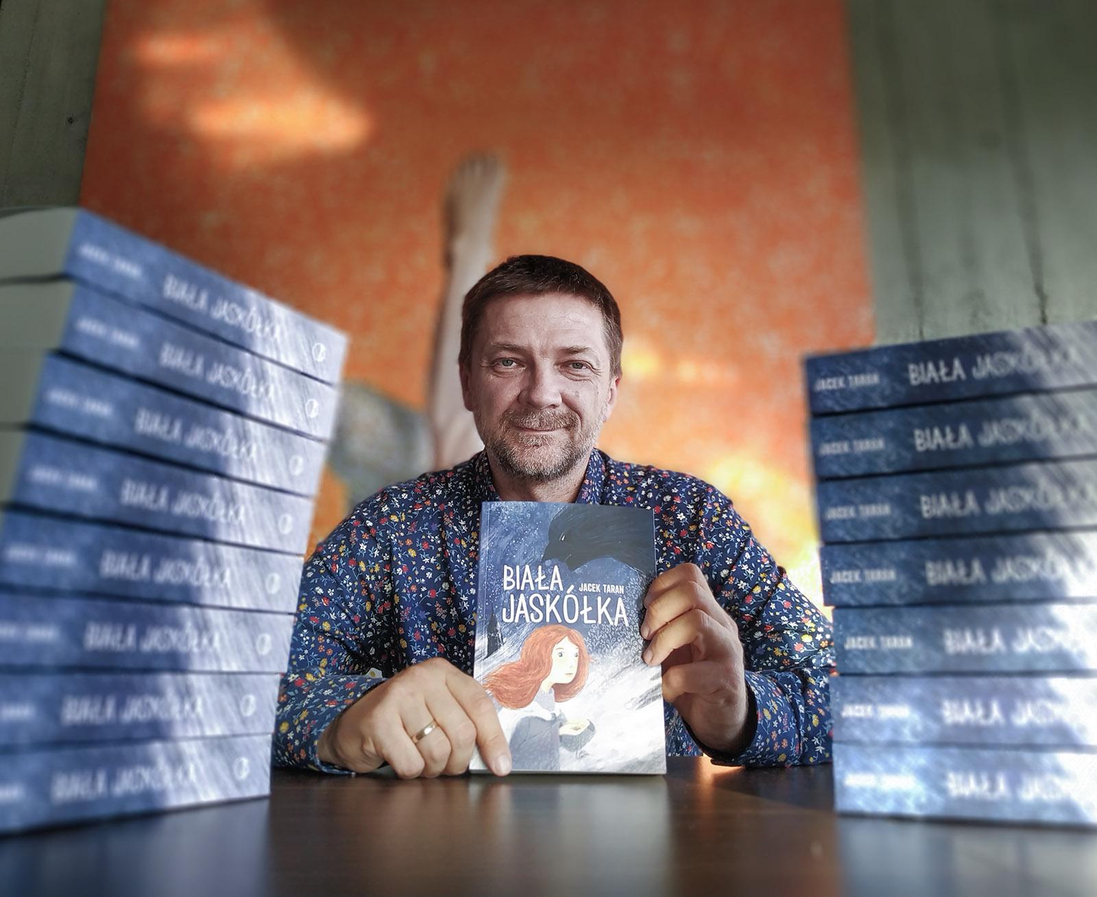 """Mielczanin napisał książkę! Już niedługo mielecka promocja """"Białej Jaskółki"""" Jacka Tarana - Zdjęcie główne"""