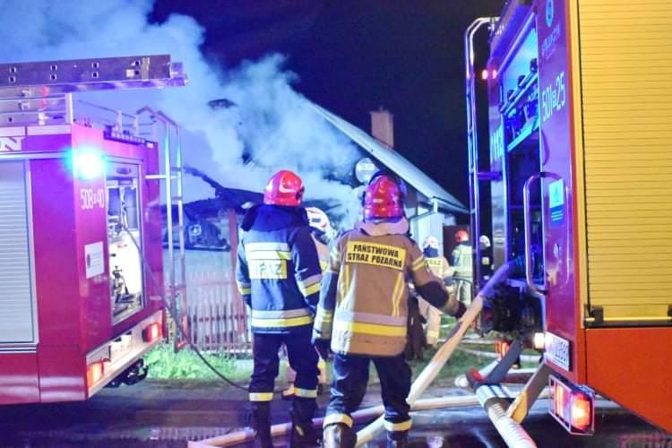 Dramat w Podleszanach. Zapalił się dom [ZDJĘCIA] - Zdjęcie główne