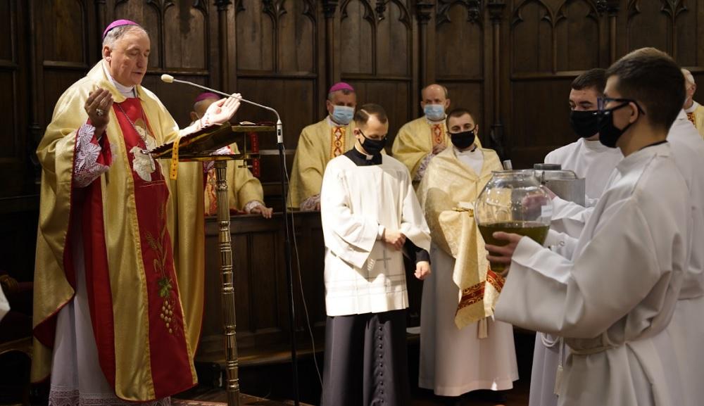 Biskup tarnowski na początek triduum mówił o duszpasterstwie w czasie epidemii [WIDEO] - Zdjęcie główne
