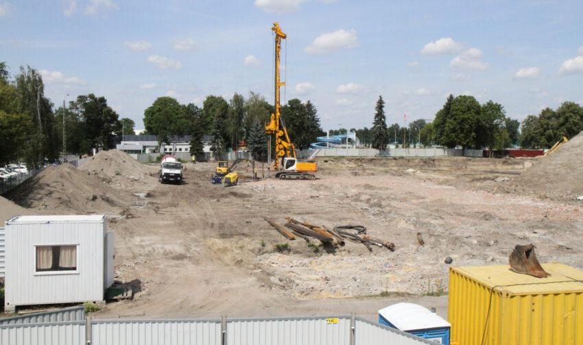 Budowa hali sportowej. Najpierw trzeba wzmocnić grunt pod fundamenty - Zdjęcie główne