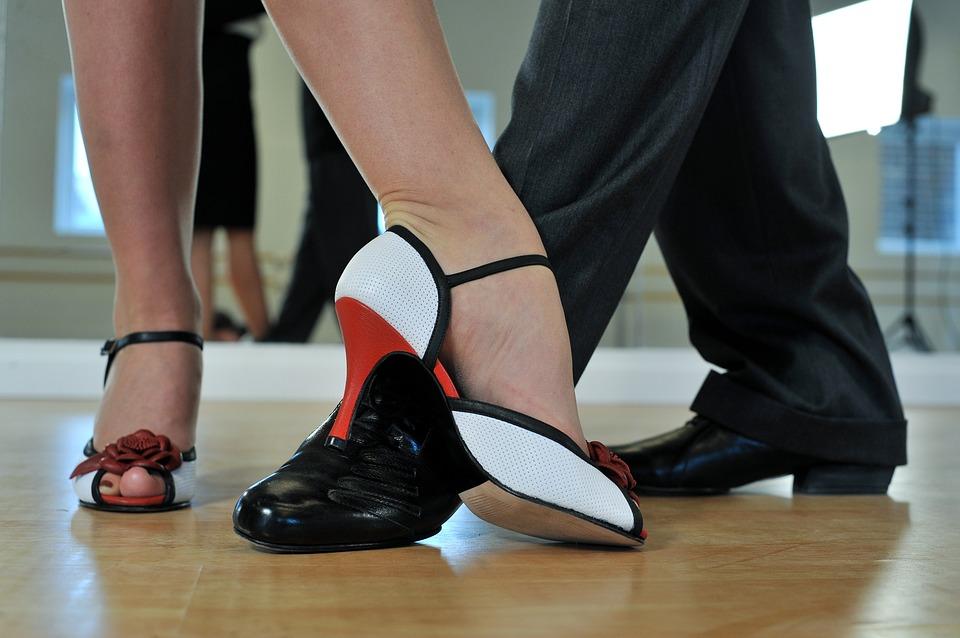Zatańczyć każdy może. Turniej tańca dla starszych i młodszych - Zdjęcie główne