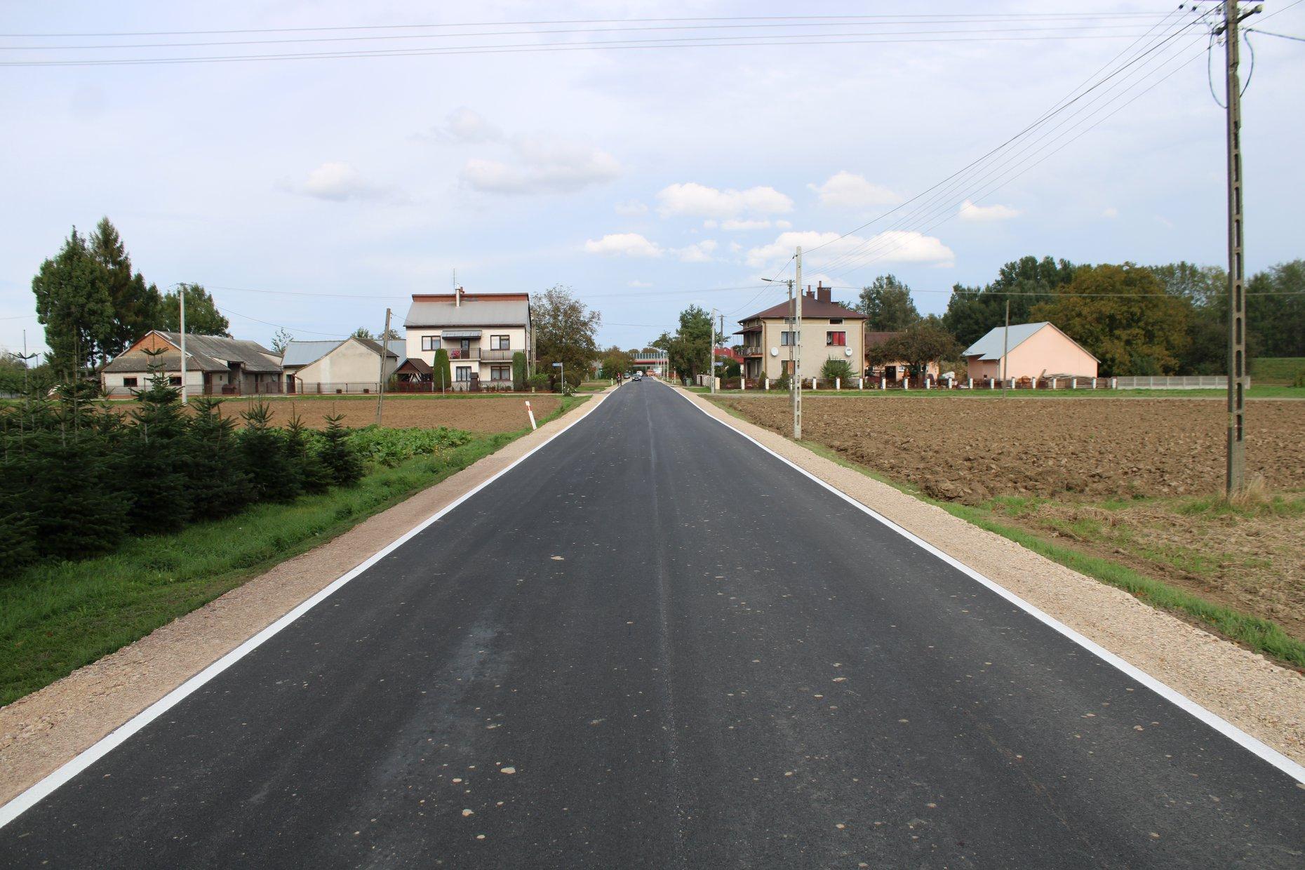 Mieszkańcy Sadkowej Góry mają już wyremontowaną drogę [FOTO] - Zdjęcie główne
