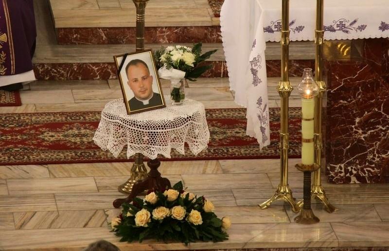 Z PODKARPACIA. Tłumy pożegnały młodego księdza, który zginął w wypadku [FOTO] - Zdjęcie główne