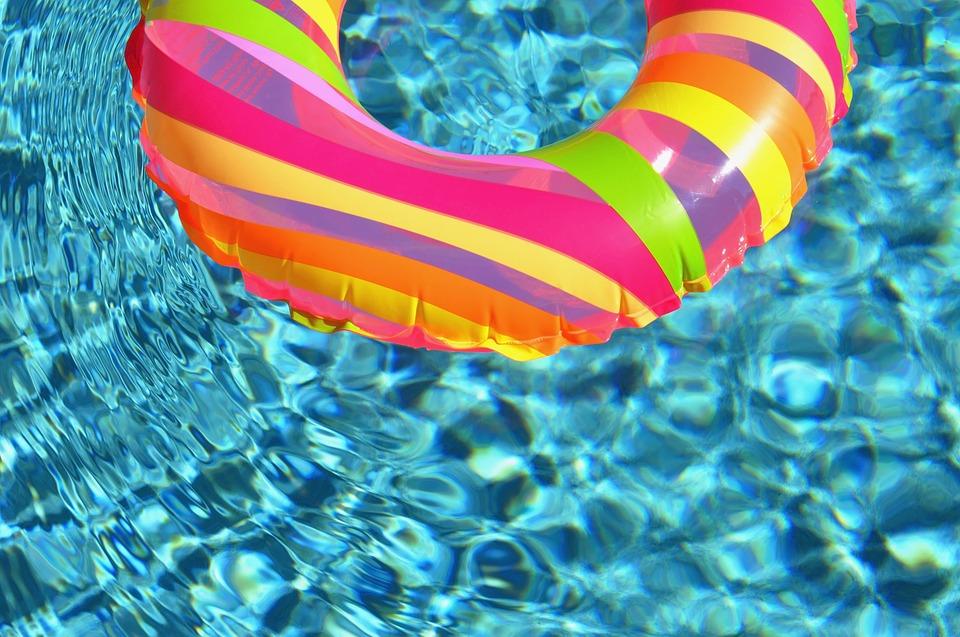 Maleńka dziewczynka utonęła w swoim basenie - Zdjęcie główne