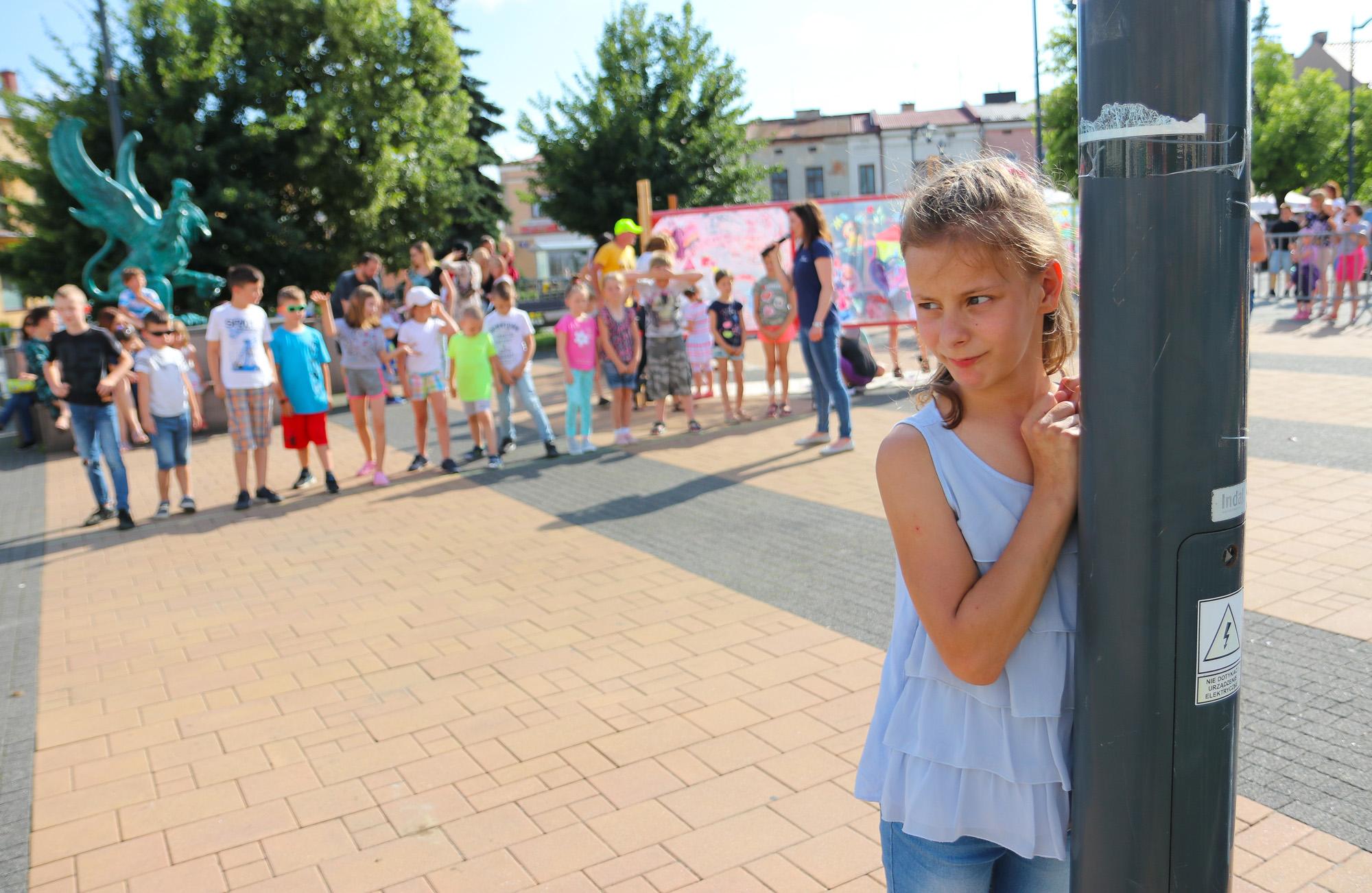 Ruszył letni sezon artystyczny na rynku Starego Miasta w Mielcu [ZDJĘCIA] - Zdjęcie główne