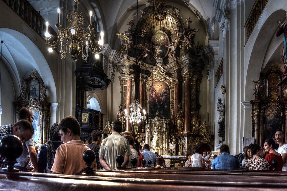 Od niedzieli dyspensa od mszy św. zostaje zniesiona - Zdjęcie główne