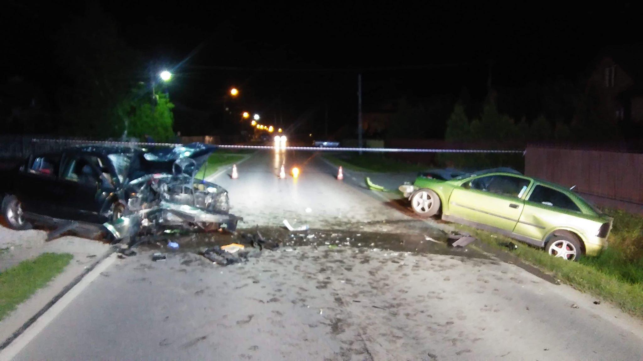 Niebezpieczny wypadek w Trzcianie. Droga całkowicie zablokowana [FOTO] - Zdjęcie główne