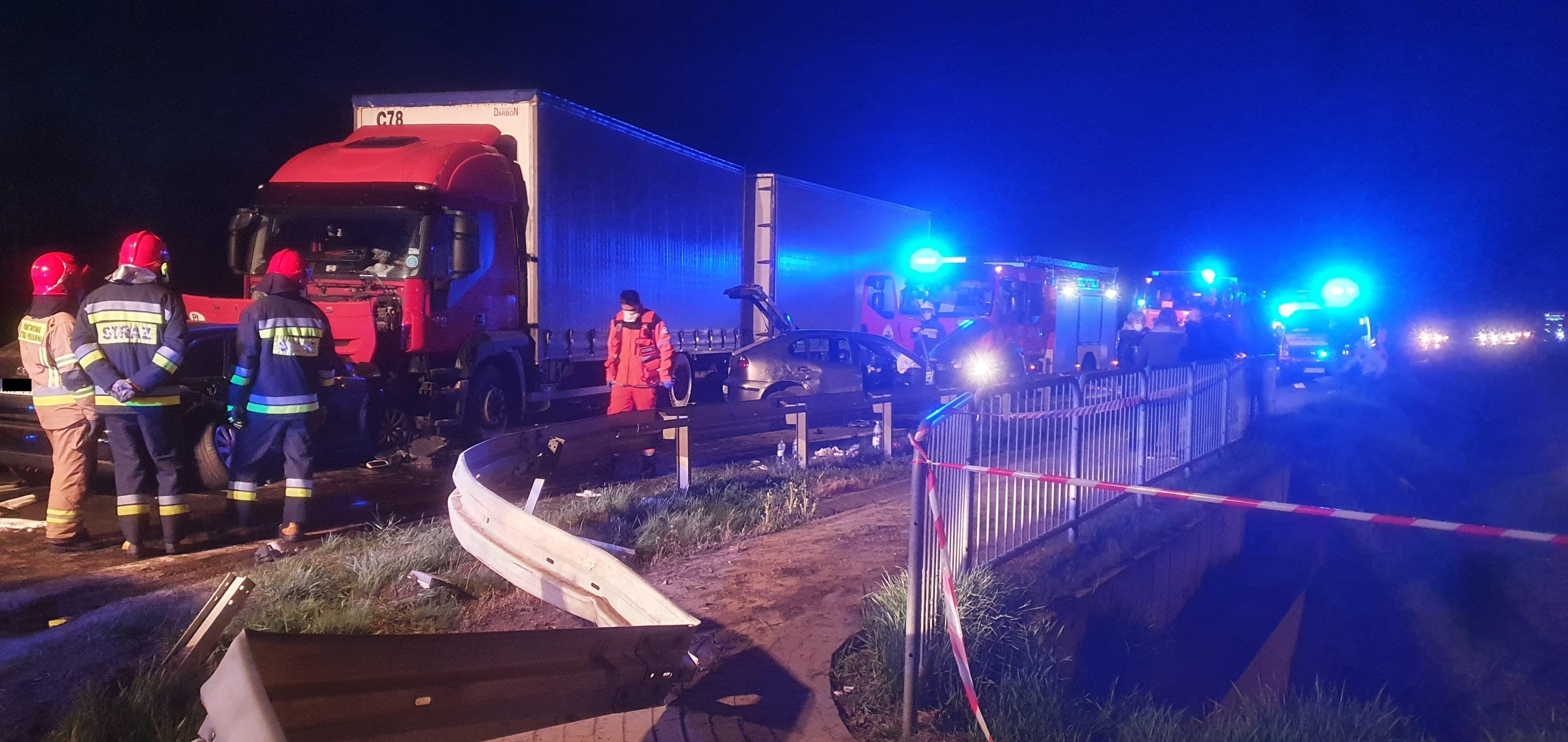 Zderzenie trzech pojazdów! Są ranni, a wśród nich niemowlak! [AKTUALIZACJA, ZDJĘCIA, MAPA, WIDEO] - Zdjęcie główne