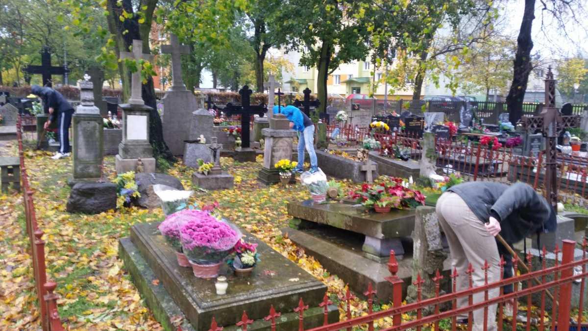 Cmentarze zamknięte we Wszystkich Świętych? Minister zdrowia wyjaśnia - Zdjęcie główne