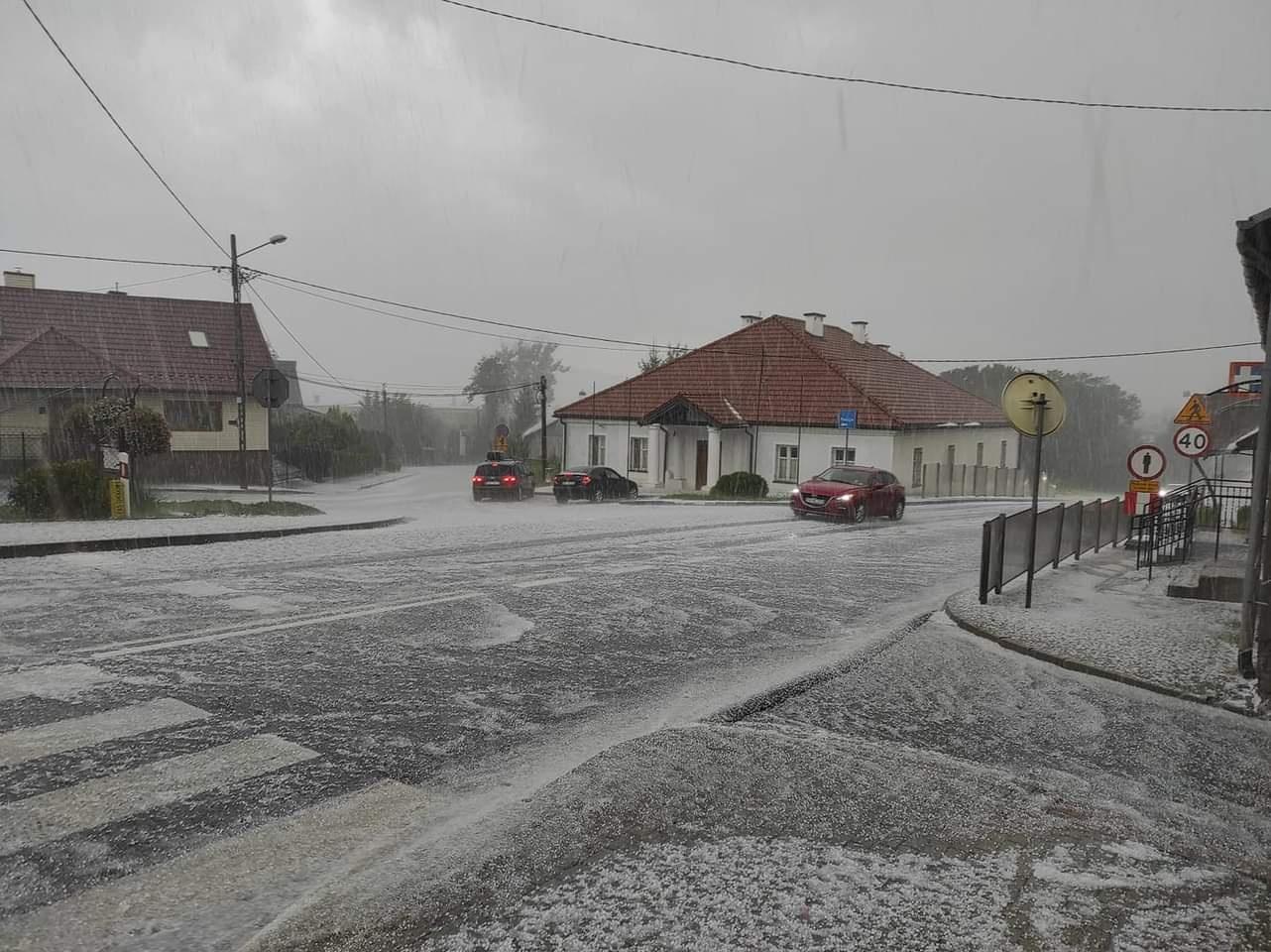 W sierpniu zrobiło się biało jak zimą! Sprawdzaj pogodę na bieżąco [ZDJĘCIA, MAPY ONLINE] - Zdjęcie główne