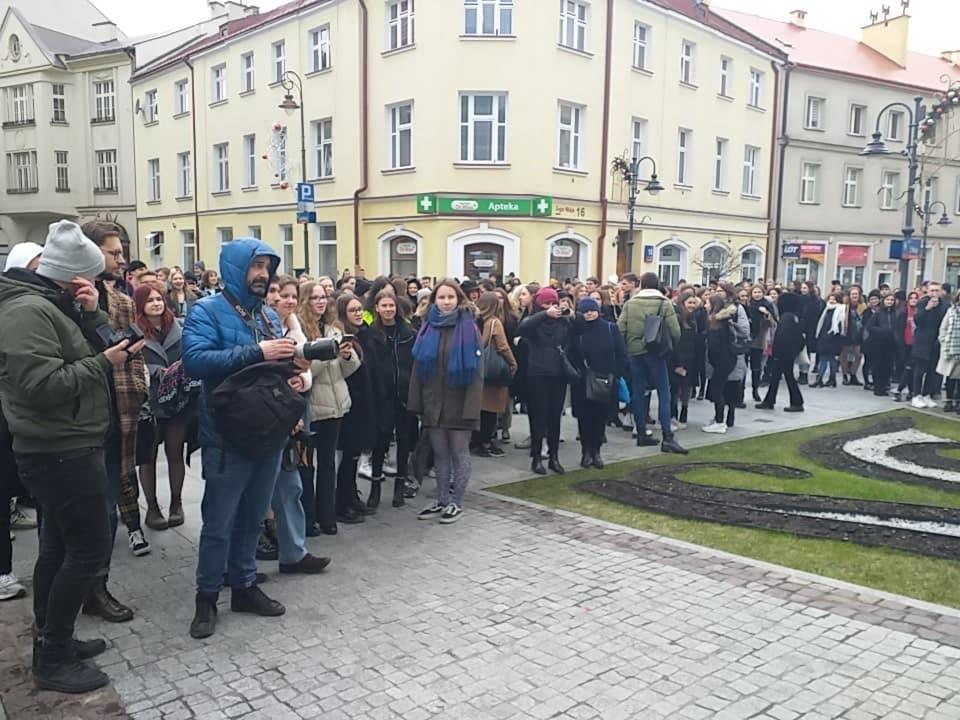 PROTEST w 1LO. Cała Polska poznała dress code rzeszowskiej szkoły [VIDEO FOTO OŚWIADCZENIE] - Zdjęcie główne