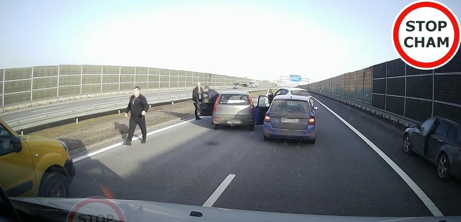 Wjechał pijany na autostradę A4. Zatrzymali go kierowcy [WIDEO] - Zdjęcie główne