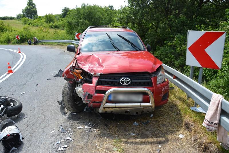 Poważne obrażenia dwóch osób! Kierowca stracił panowanie nad pojazdem! [ZDJĘCIA] - Zdjęcie główne