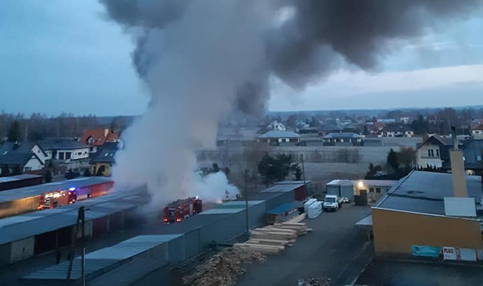 Pożar garaży! Ogień strawił trzy auta! - Zdjęcie główne
