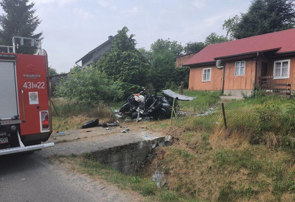 Śmierć na drodze! Samochód uderzył w betonowy przepust! - Zdjęcie główne