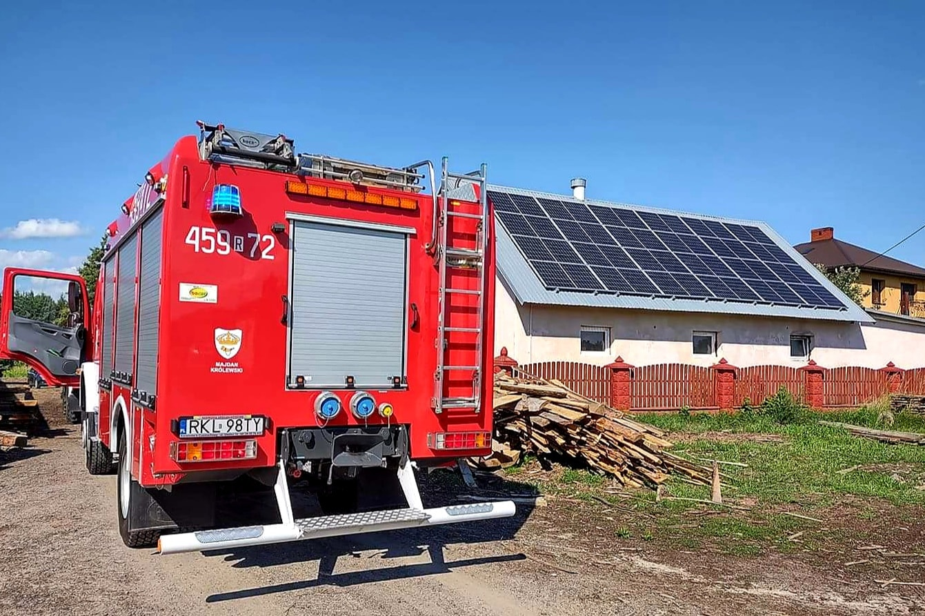 Niebezpieczny pożar instalacji fotowoltaicznej. Czemu płoną panele słoneczne? - Zdjęcie główne