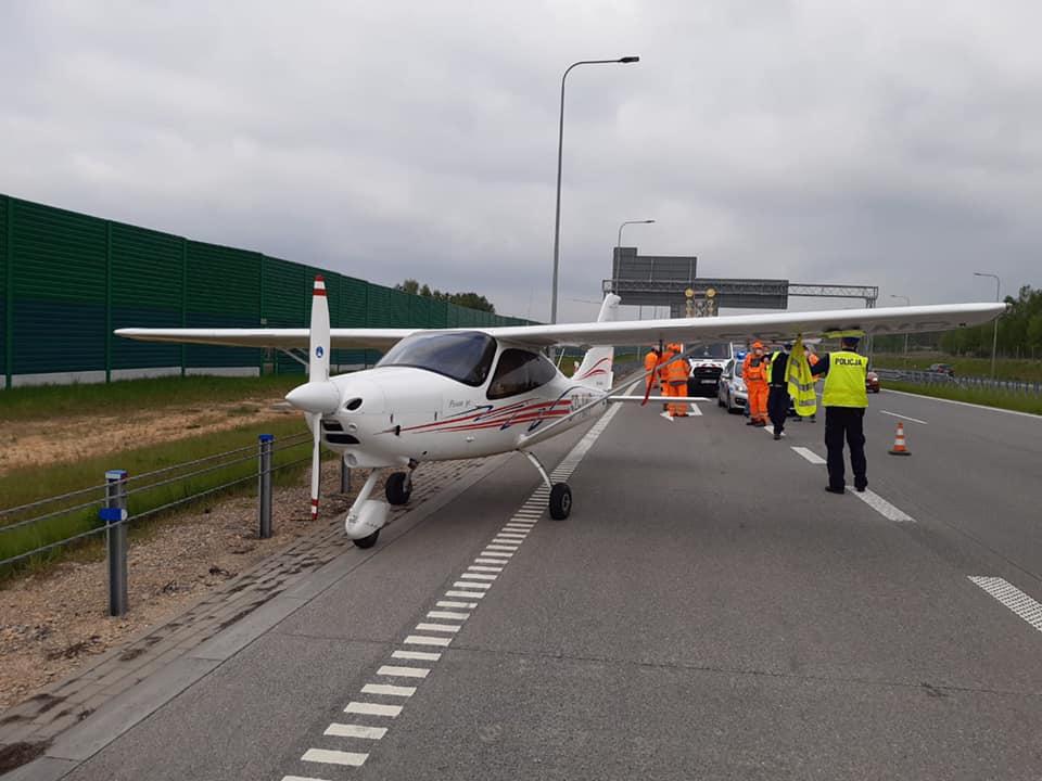 Awionetka lądowała na autostradzie! [ZDJĘCIA] - Zdjęcie główne
