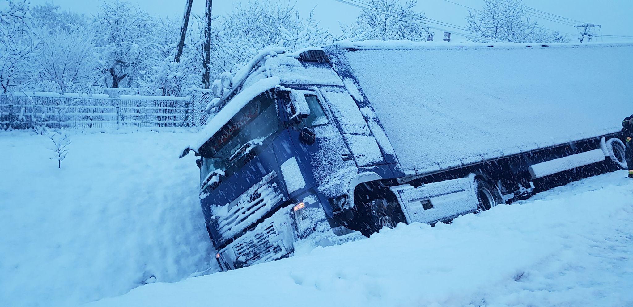 Śnieżyca nad Podkarpaciem! Zniszczone linie energetyczne, brak prądu, wypadki na drogach! [FOTO, VIDEO] - Zdjęcie główne
