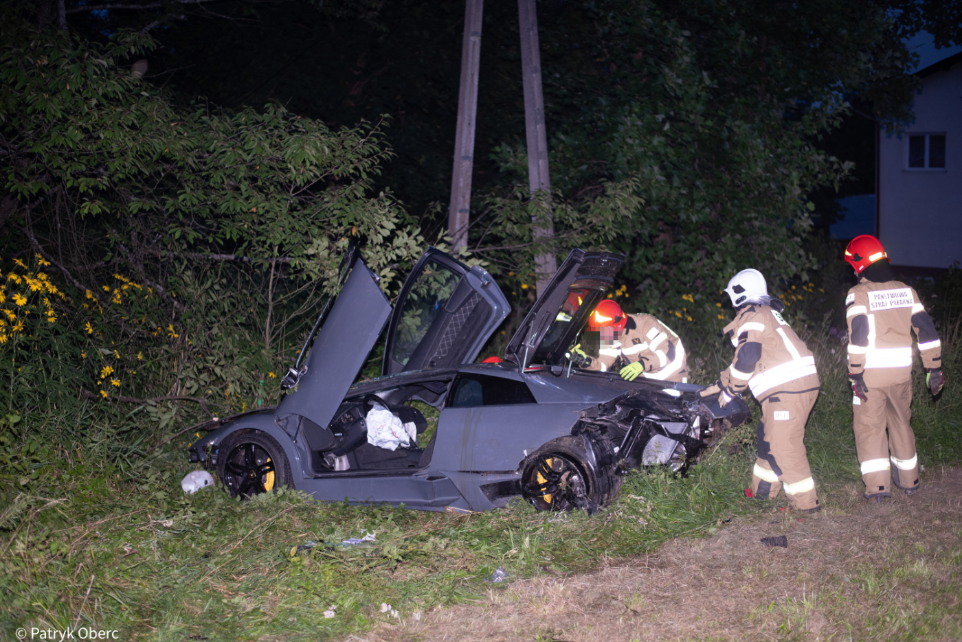 Lamborghini wylądowało na dachu! Kierowca stracił kontrolę nad pojazdem - Zdjęcie główne