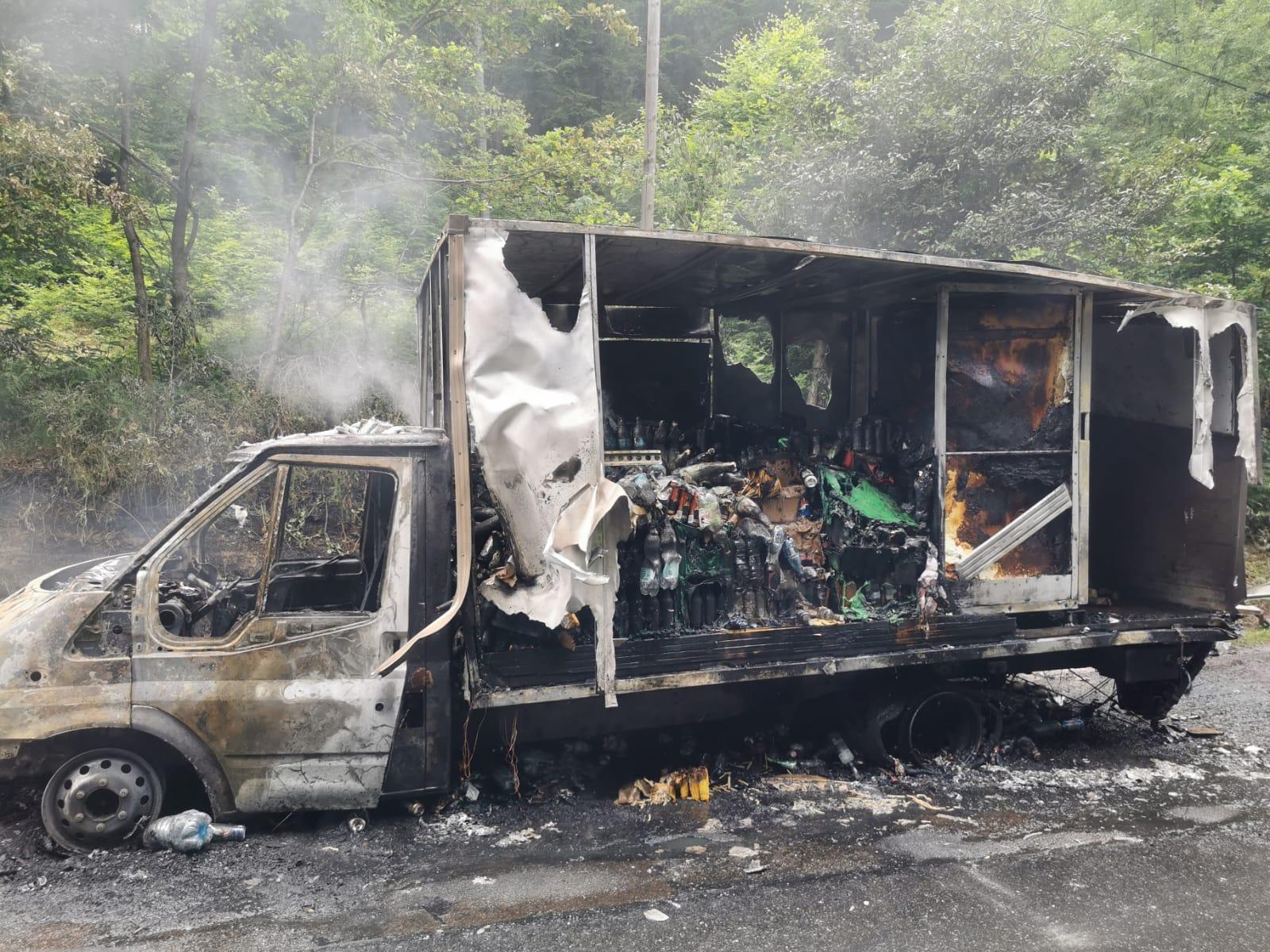 Auto z alkoholem w ogniu! [ZDJĘCIA] - Zdjęcie główne