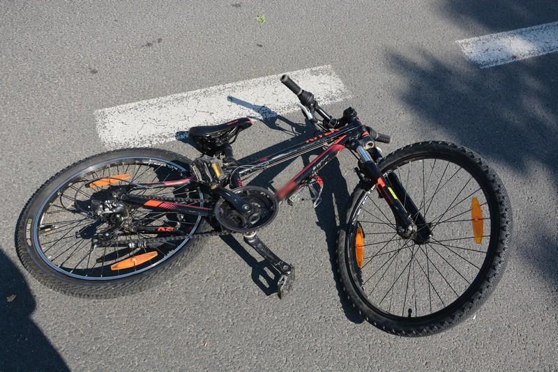 Nastoletni rowerzysta wpadł pod koła samochodu osobowego! [ZDJĘCIA] - Zdjęcie główne