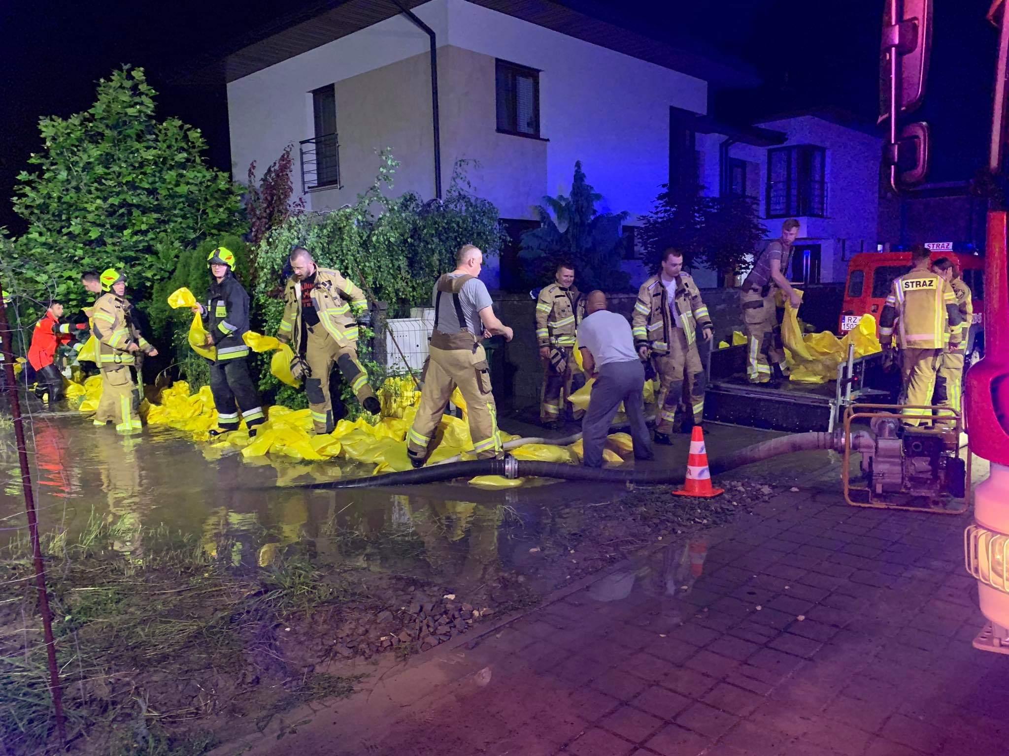Woda ciągle zalewa osiedle Słocina. Mieszkańcy proszą miasto o pomoc! - Zdjęcie główne