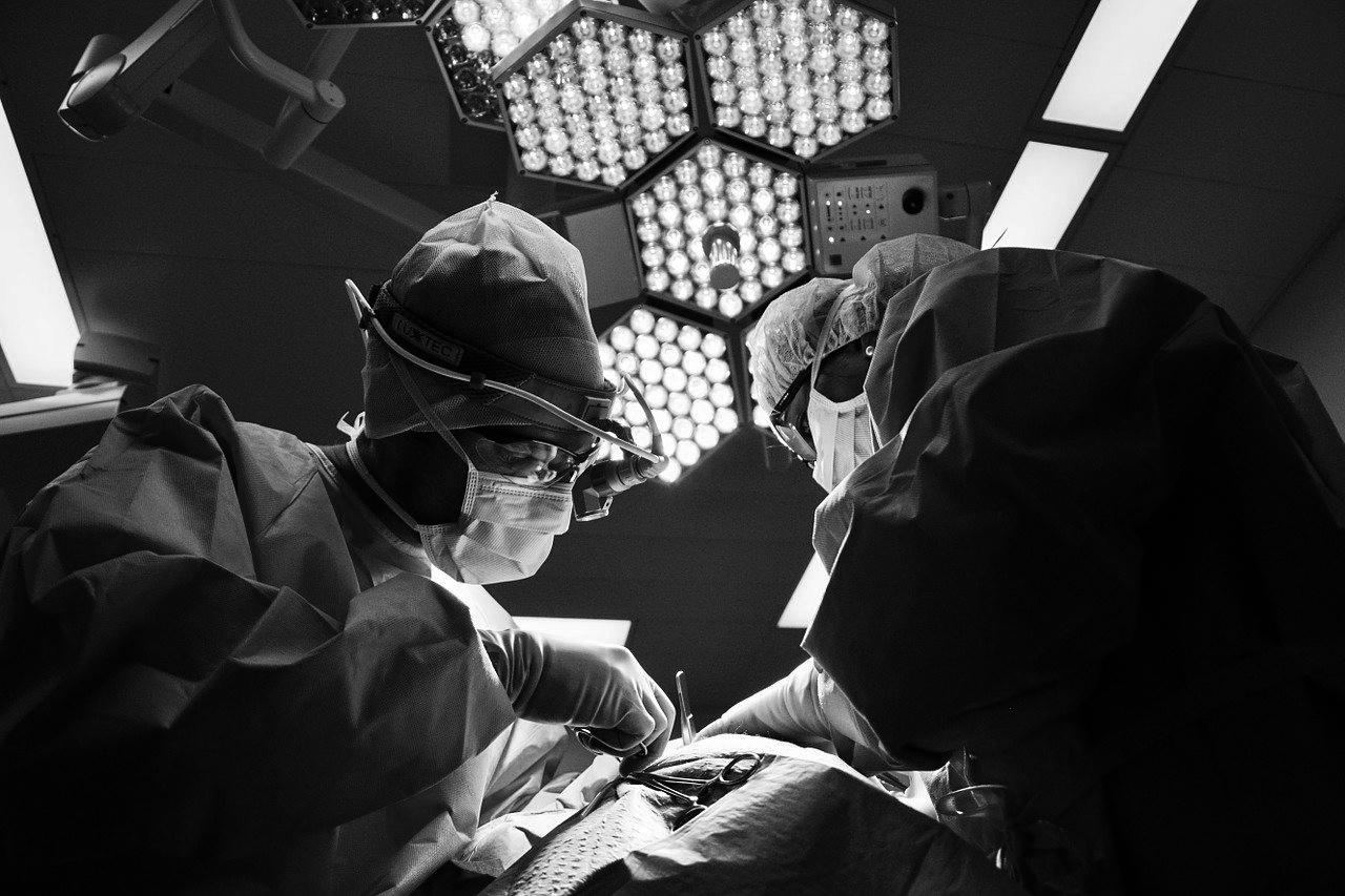Koronawirus. Szpital kupuje nowy kontener z chłodnią na ciała dla zakażonych - Zdjęcie główne