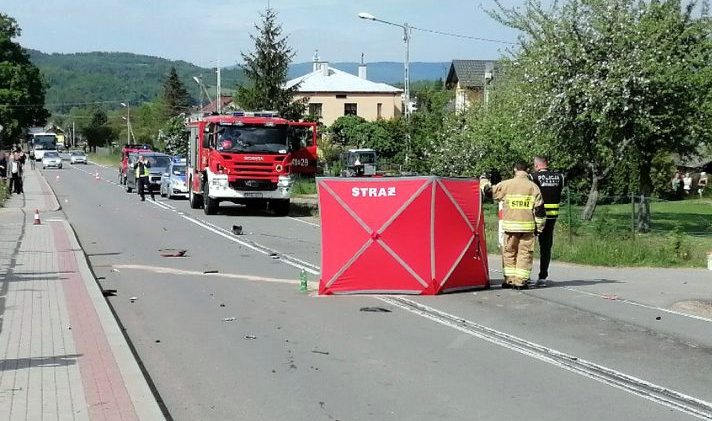 Śmierć na drodze! Motorowerzysta wjechał pod samochód! [ZDJĘCIA] - Zdjęcie główne