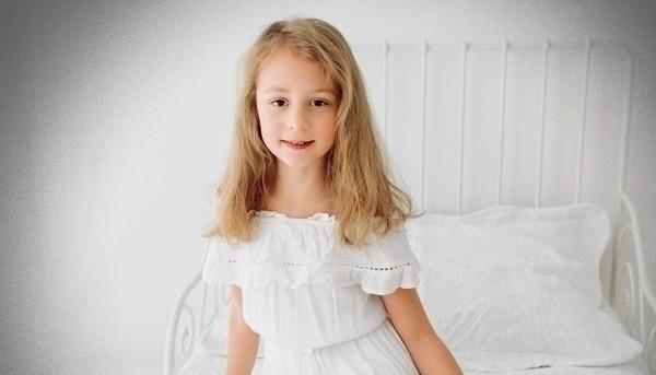 """10-letnia Amelka potrzebuje POMOCY! Z dnia na dzień jej świat został wywrócony """"do góry nogami"""" - Zdjęcie główne"""