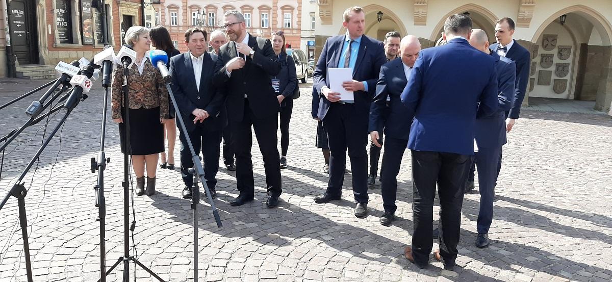 Komitet wyborczy Grzegorza Brauna kieruje wniosek do sądu przeciwko jednemu z rzeszowskich dziennikarzy - Zdjęcie główne