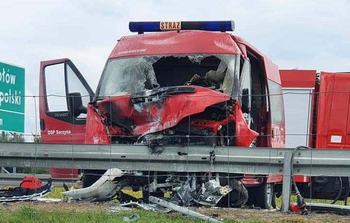 Wypadek z udziałem busa straży pożarnej na S19! Ruch w kierunku Lublina zablokowany! [MAPA, OBJAZDY] - Zdjęcie główne