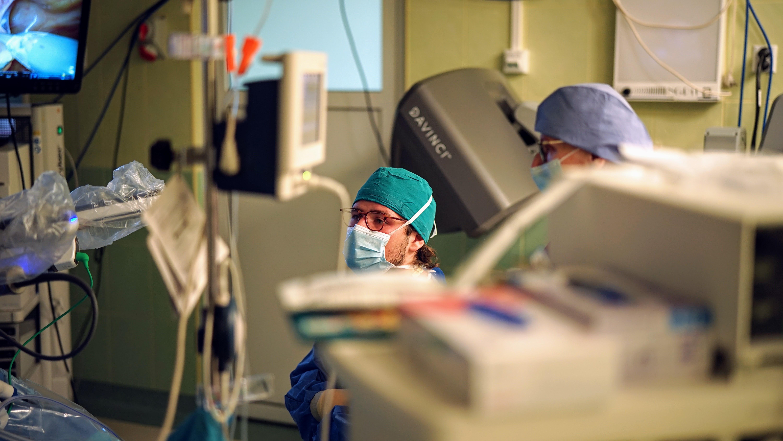 Pierwsi w Polsce! Sześć operacji z wykorzystaniem robota da Vinci, w jednej dzień [ZDJĘCIA] - Zdjęcie główne