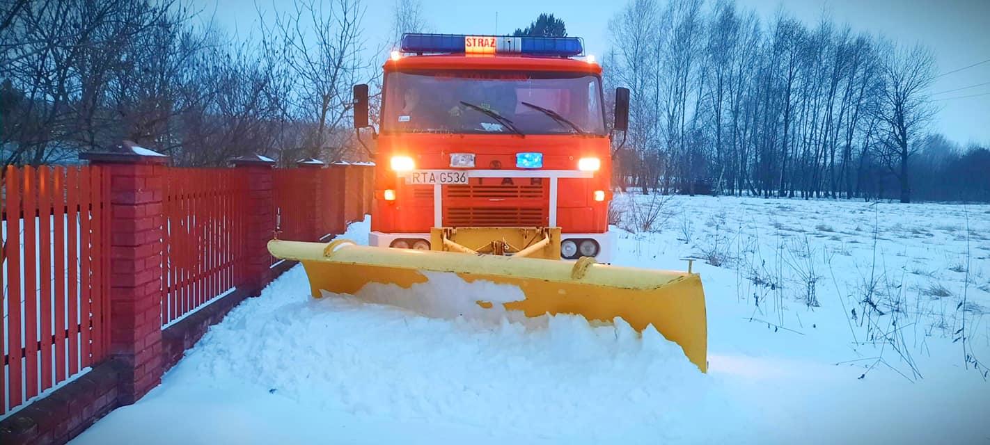 Śnieżny paraliż na Podkarpaciu: utrudnienia w ruchu, spóźnione pociągi, zasypane ulice! [ZDJĘCIA, VIDEO, AKTUALIZACJA] - Zdjęcie główne