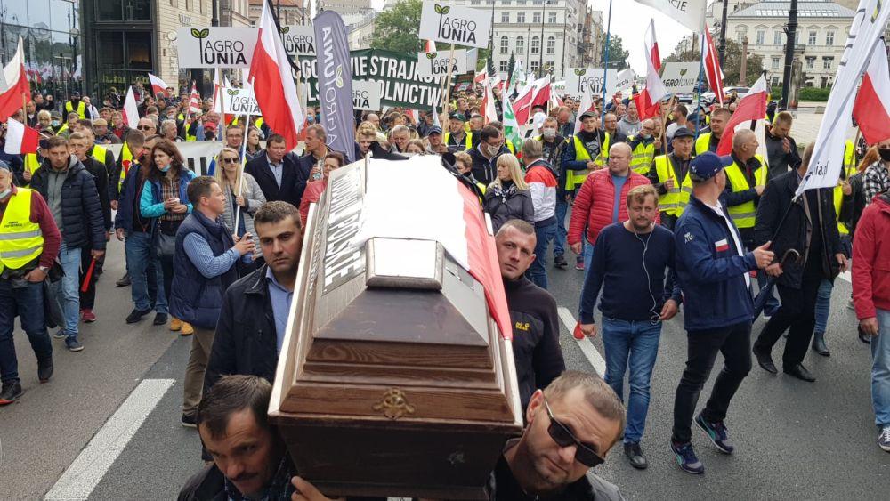 - To koniec rządów PiS! - rolnicy protestują w Warszawie [VIDEO] - Zdjęcie główne