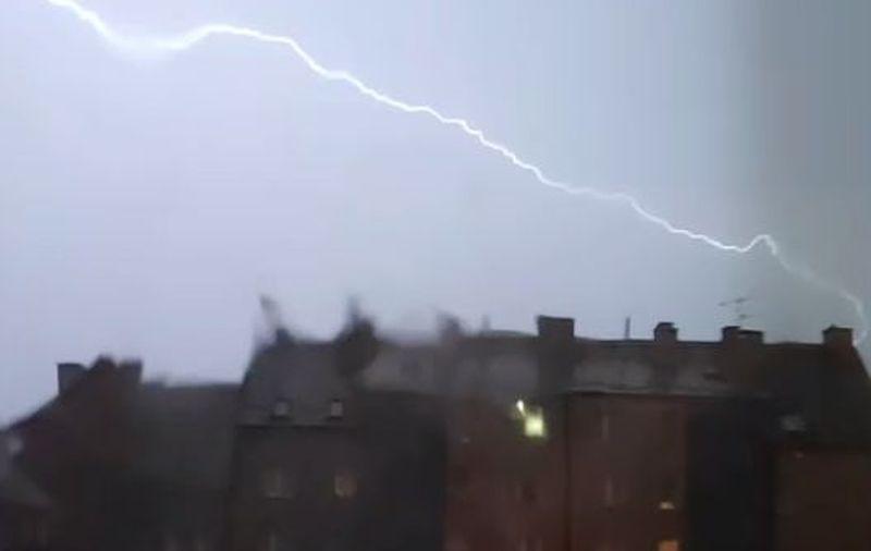 UWAGA! Ekstremalne zagrożenie burzowe! Możliwe jest powstanie trąby powietrznej! [RADAR, MAPY, AKTUALIZACJA] - Zdjęcie główne