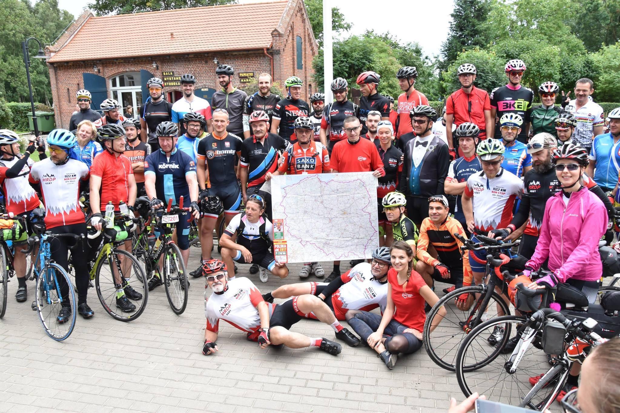 3200 kilometrów dookoła Polski i to w 10 dni! Na starcie trzech pasjonatów kolarstwa z Podkarpacia [ZDJĘCIA, TRASA] - Zdjęcie główne