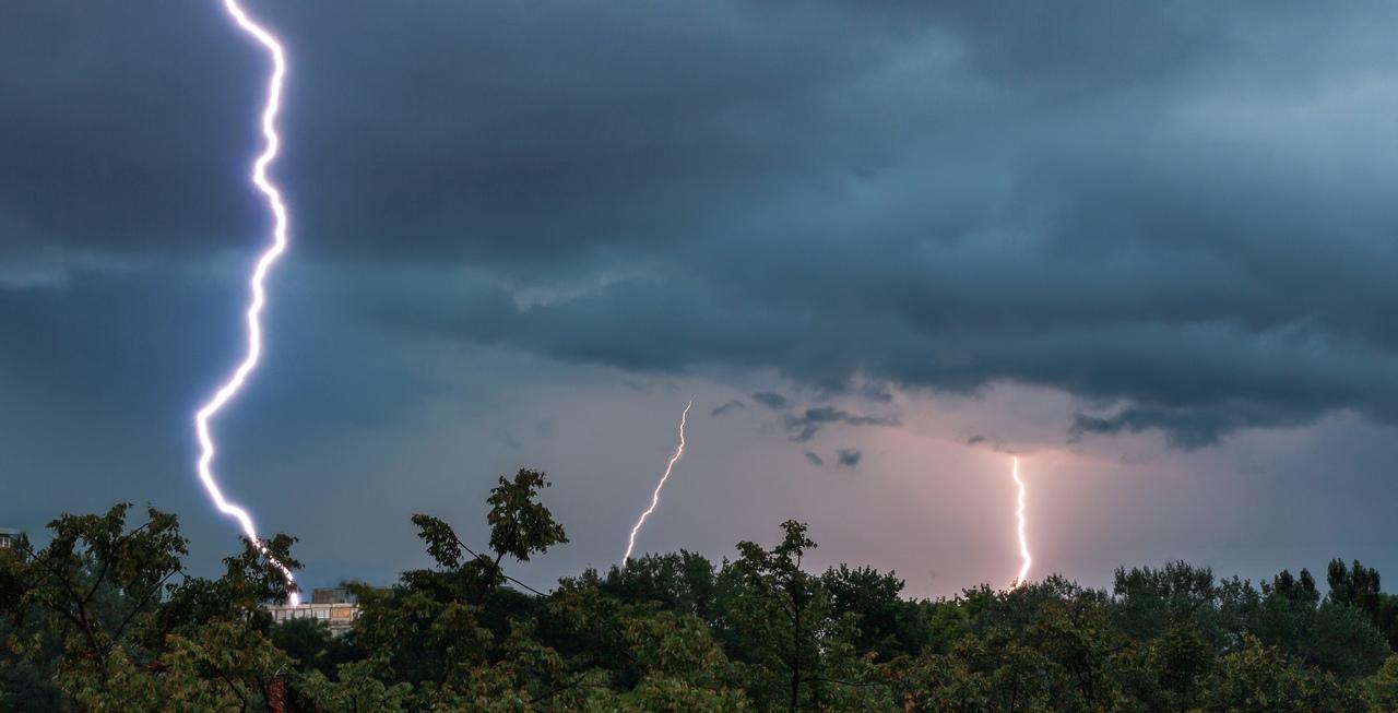 W nocy z niedzieli na poniedziałek możliwe silne burze z gradem. Jest ostrzeżenie! - Zdjęcie główne