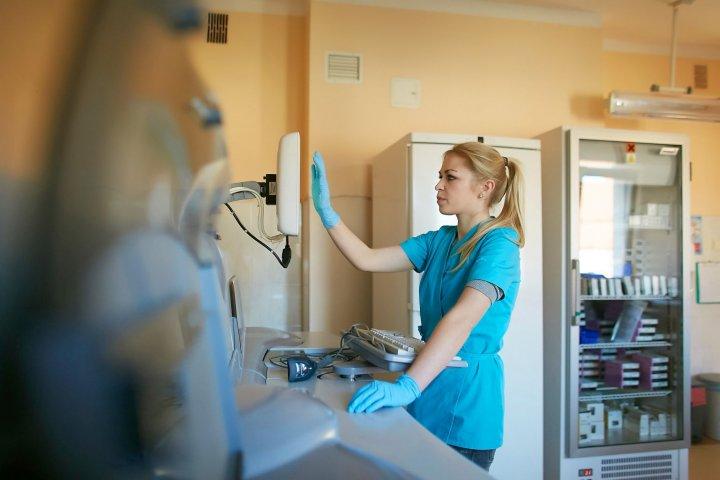 Czwarta fala koronawirusa. Podkarpackie szpitale zamykają drzwi dla odwiedzających - Zdjęcie główne