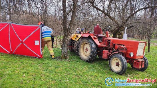 88-letniego mężczyznę przygniótł traktor. Przyleciał po niego śmigłowiec LPR - Zdjęcie główne