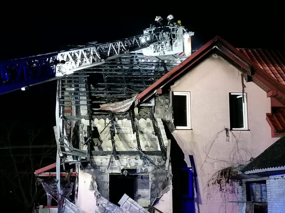 Rodzina straciła dom w pożarze - Zdjęcie główne