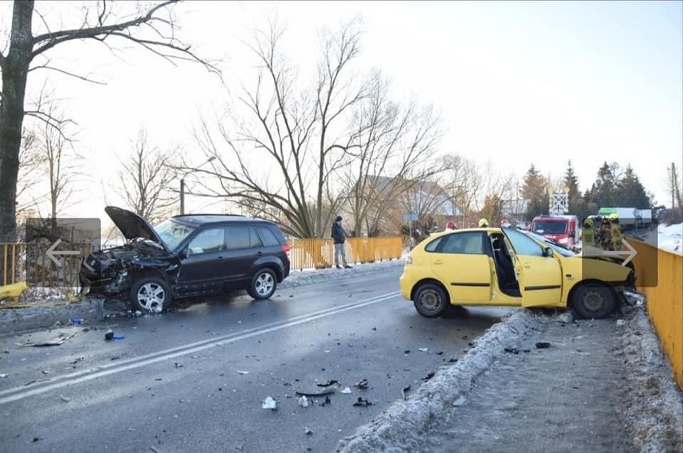 Wypadek w Brzeźnicy. 49-latka w szpitalu [ZDJĘCIA] - Zdjęcie główne